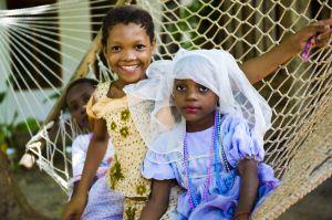 Barn i hängmatta